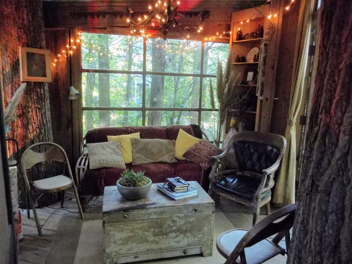 Airbnb treehouse living room