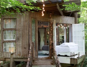 exterior of atlanta airbnb treehouse