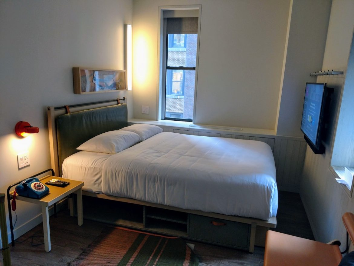 bedroom Moxy NYC Times Square