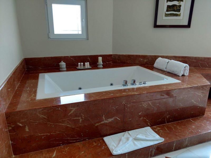 bathtub at lima country club hotel