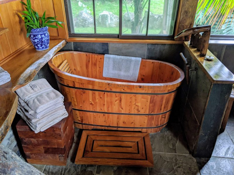 bathtub at Puakea Ranch in Hawaii