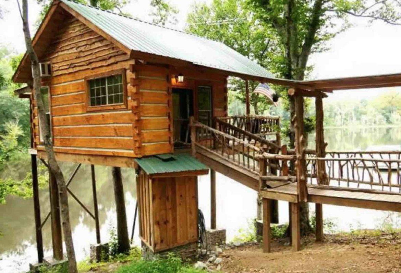 Tree Cabin the the Lake in Jackson, Georgia