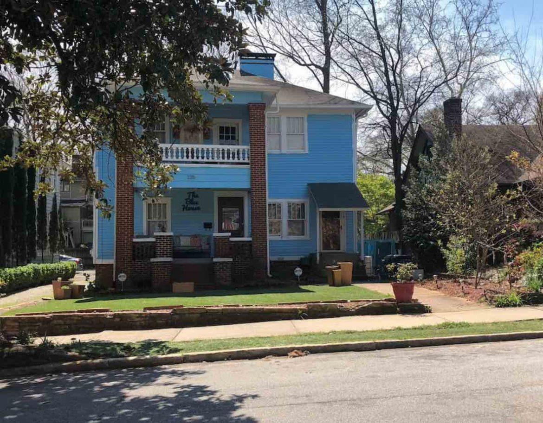 blue house airbnb midtown atlanta