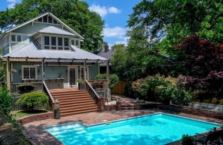 backyard of Piedmont Park bungalow, airbnb rental midtown