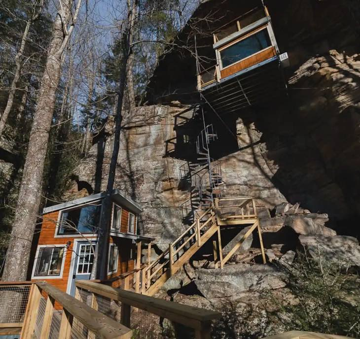Cliff Dweller Treehouse in Campton, Kentucky