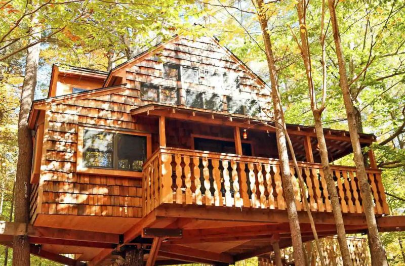 Luxury Four Season treehouse, one of the new hampshire treehouse rentals