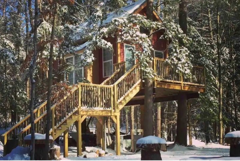 Treehouse at Plummber shores in New Hampshire